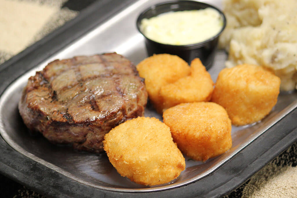tenderloin-steak-scallops-roepkes-village-inn-supper-club-charlesburg-chilton-wisconsin